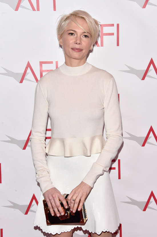 michelle-williams-manchester-by-the-sea-afi-awards-2017-red-carpet-fashion-louis-vuitoon-tom-lorenzo-site-6