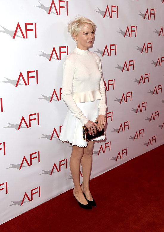 michelle-williams-manchester-by-the-sea-afi-awards-2017-red-carpet-fashion-louis-vuitoon-tom-lorenzo-site-7