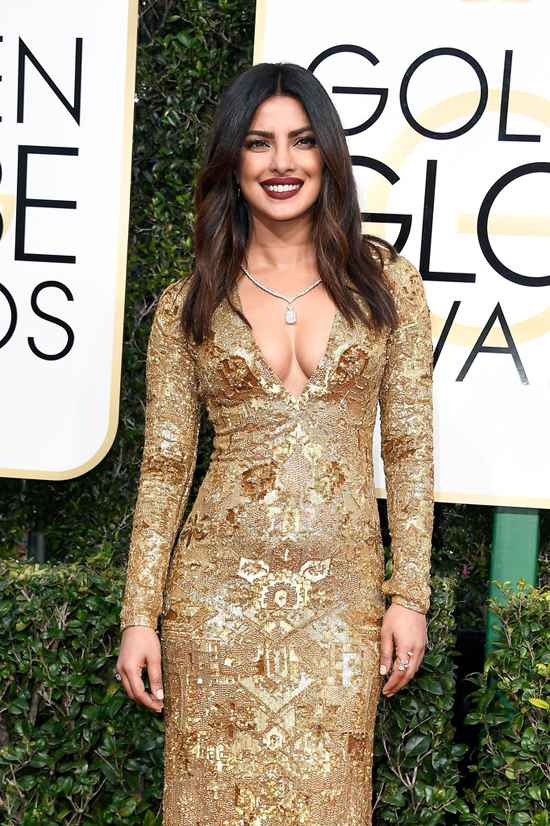 priyanka-chopra-2017-golden-globe-awards-red-carpet-fashion-ralph-lauren-tom-lorenzo-site-4