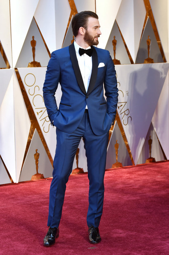 Oscars 2017 Chris Evans Is Your Bearded Boo In Blue Tom