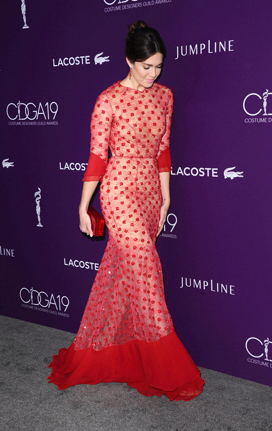 Mandy Moore Sells Her Dress Hard at the Costume Designers ...