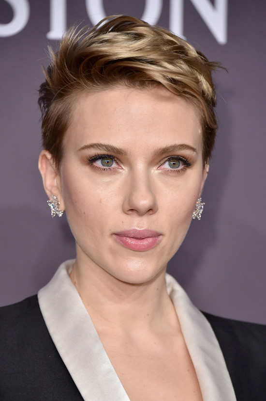 Scarlett Johansson Works An Atelier Versace Lady Tux At
