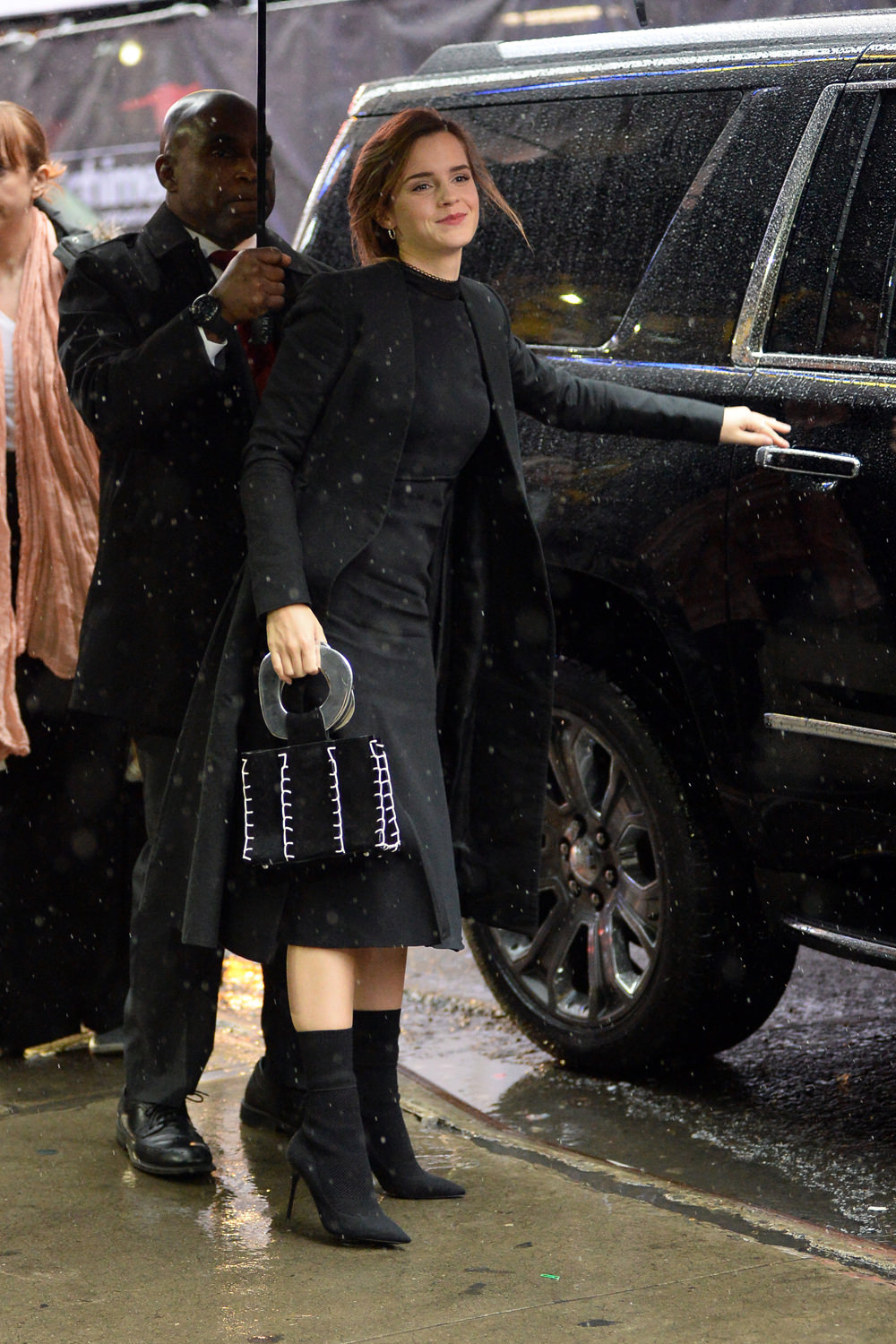 Emma Watson Braves The Ny Weather In Chic Understated