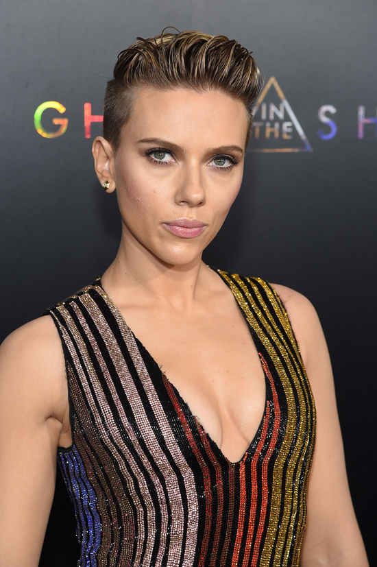 "Scarlett Johansson Keeps it Basic at the ""Ghost in the ..."
