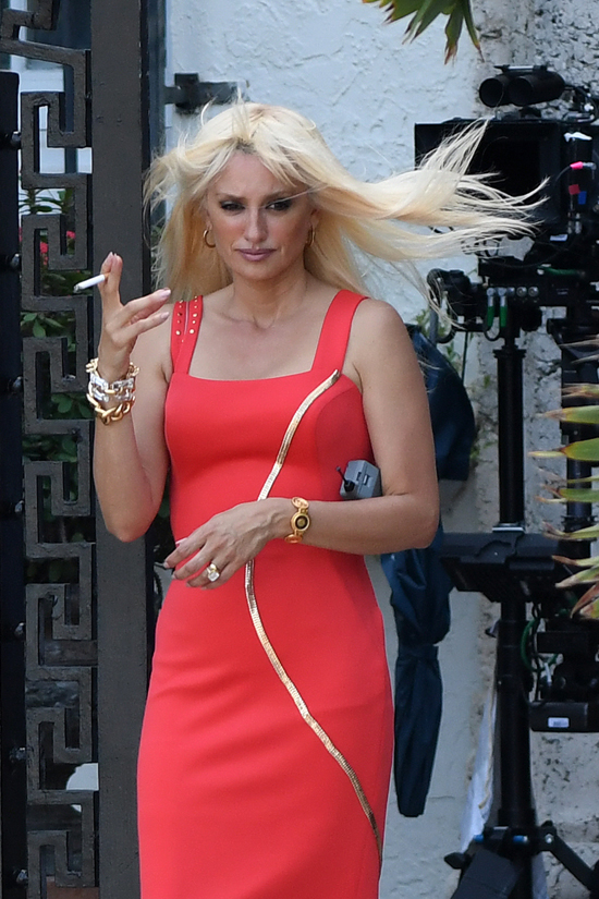 Pen 233 Lope Cruz As Donatella Versace On The Set Of Quot Versace