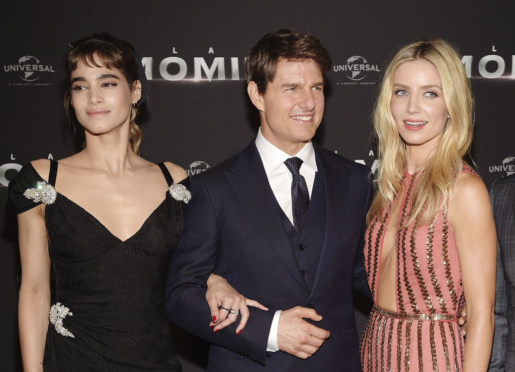 http://tomandlorenzo.com/wp-content/uploads/2017/05/Sofia-Boutella-Tom-Cruise-Annabelle-Wallis-The-Mummy-Paris-Premiere-Red-Carpet-Fashion-Tom-Lorenzo-Site-1.jpg