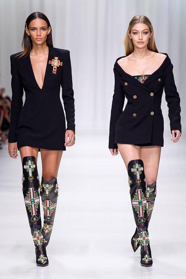 Milan Fashion Week: Versace Spring 2018 Collection | Tom ...