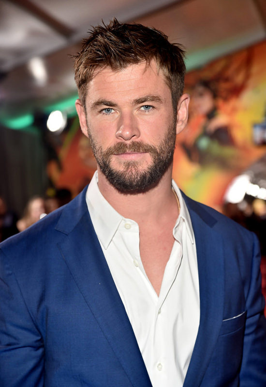 Chris Hemsworth Does The Bare Minimum For The Thor
