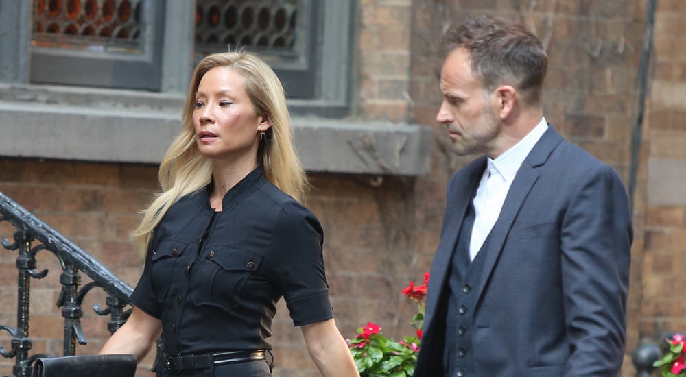 Lucy Liu And Jonny Lee Miller On The Set Of Quot Elementary