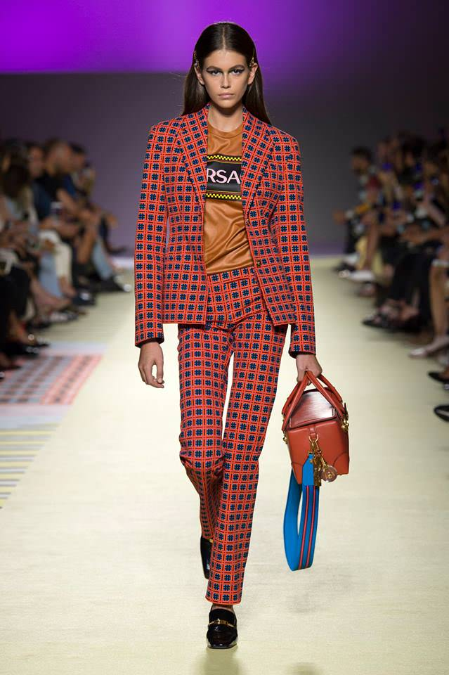 week versace milan spring collection runway summer september fw19 schedule mfw outfits site prints clothing posted woman trends
