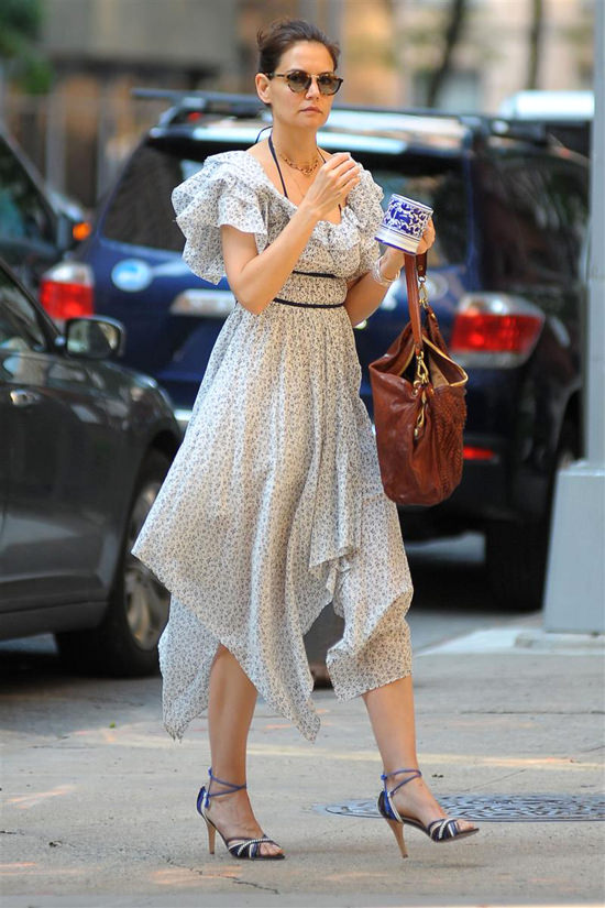 Katie Holmes Out and About in NYC   Tom + Lorenzo